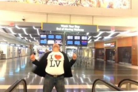 Video: All by myself im Flughafen