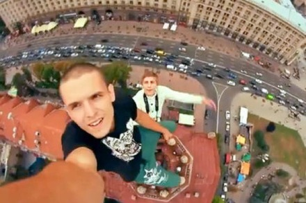 Video: Mustang-Wanted-Crew macht ungesicherte Hochhaus-Stunts