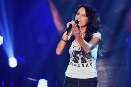 Video: Freiburgerin Vanessa Iraci ist bei The Voice of Switzerland weiter