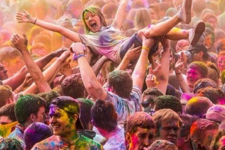 Holi Festival of Colors: Der Star ist die Farbe