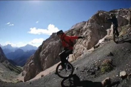 Extrem Einrad-Mountainbiking in den Dolomiten