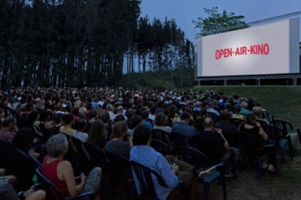 "Ist das ""Netflix and Chill Open Air"" im Freiburger Stadtgarten ein Fake?"