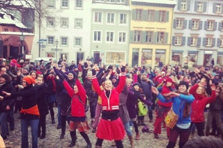 Foto-Galerie & Mini-Videos: One Billion Rising-Demo auf dem Augustinerplatz