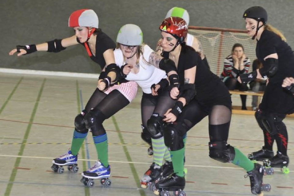 Roller Girls in Aktion (Foto: Benedikt Nabben)