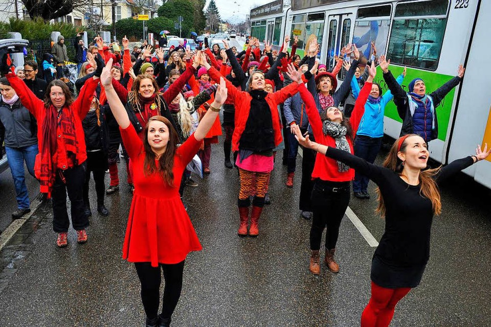 One-Billion-Rising-Tänzerinnen 2016 in Freiburg (Foto: Thomas Kunz)