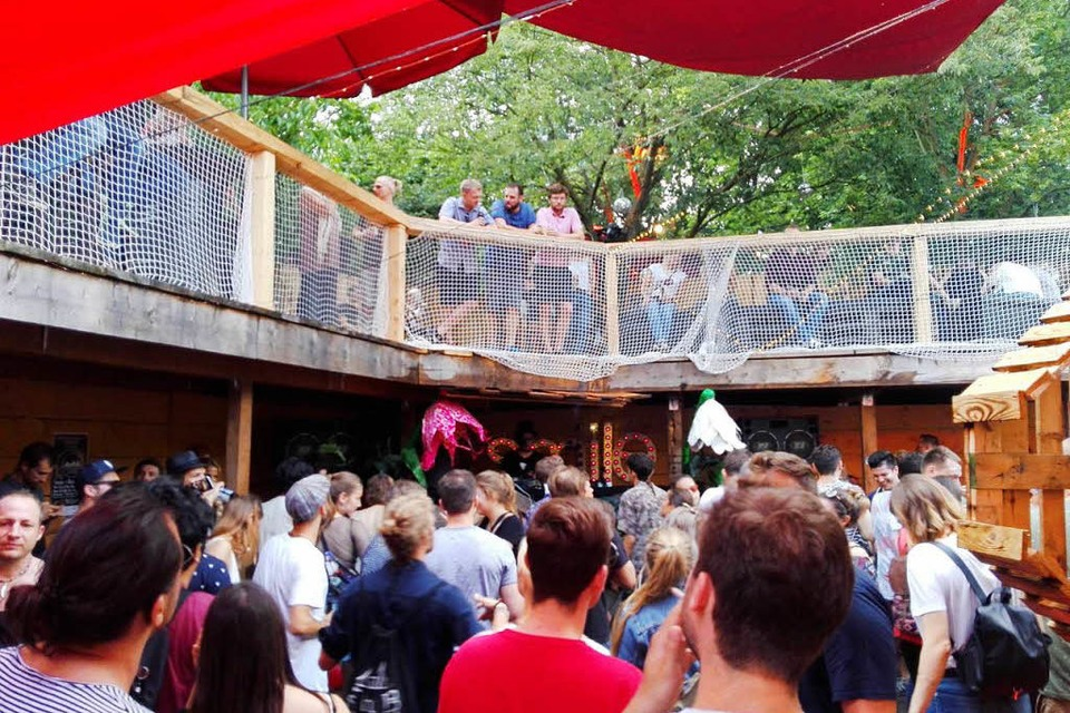 Der Outdoor-Floor beim Burning X im Hans-Bunte. (Foto: Nightlife Guru)