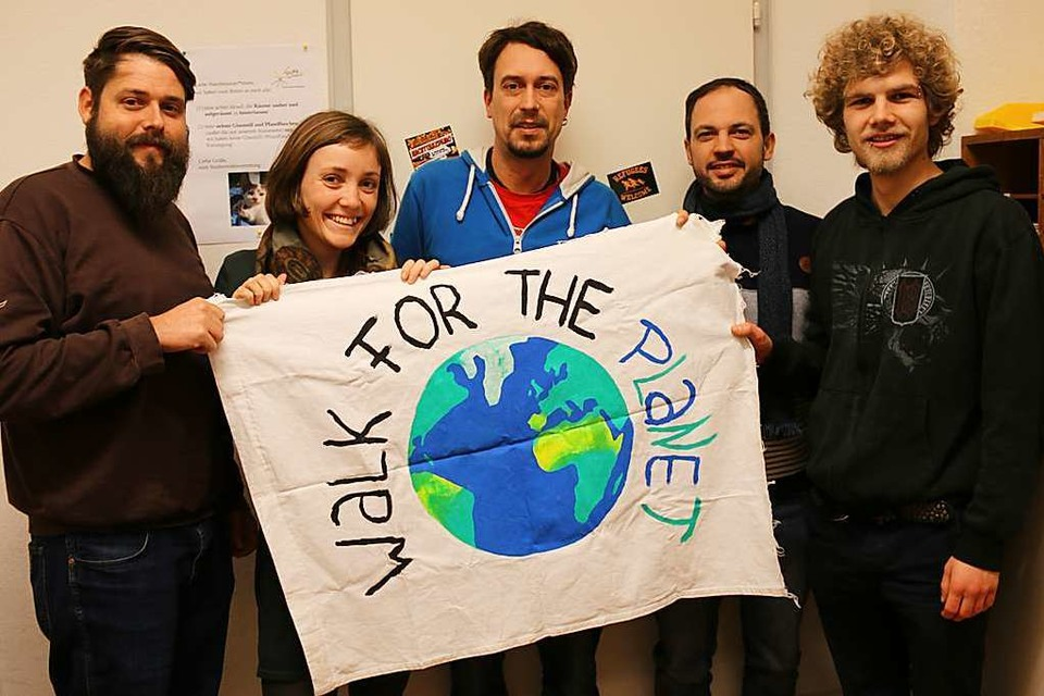 Das Organisationsteam des Planet Earth Movement: Merlin, Lisa, Marco, Mirko und Luca (Foto: Planet Earth Movement)
