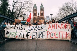 Fotos: Fridays-for-Future-Demo trotzt dem Regen in Freiburg