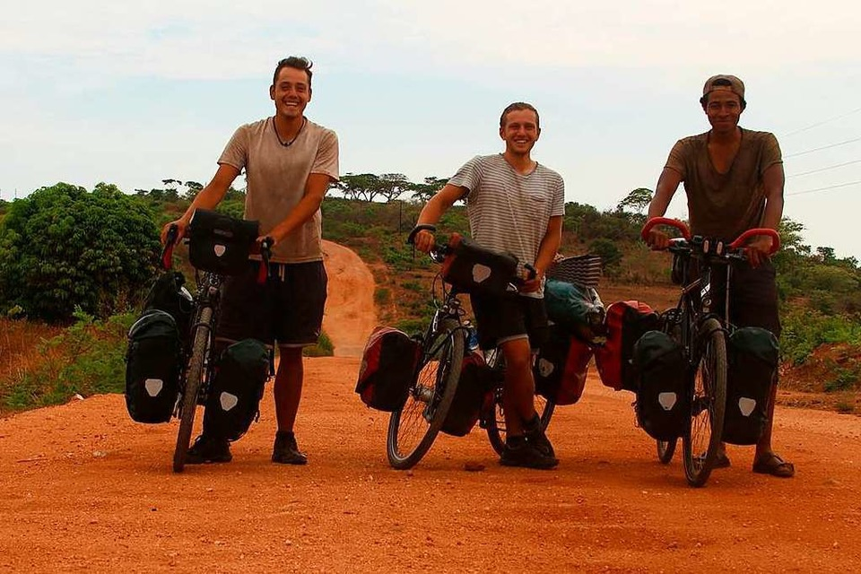 Jacob, Anton und Ken (von links) in Afrika (Foto: privat)
