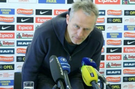 Video: SC-Trainer Streich bricht Pressekonferenz ab