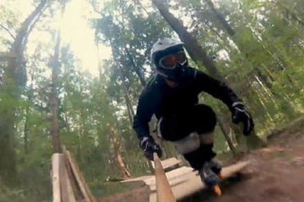 Video: Inline-Skaten durch den Wald