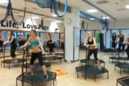 Video: Fitness-Springer drehen durch