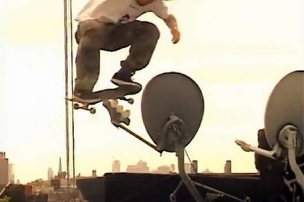Video: Skateboarden auf den Dächern New Yorks