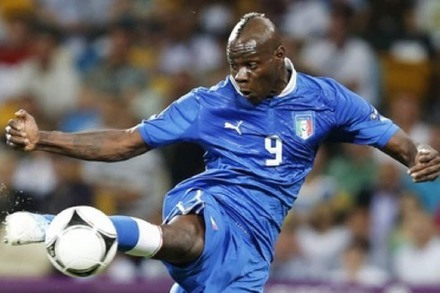 Video: Mario Balotellis unglaublich arroganter Hackentrick