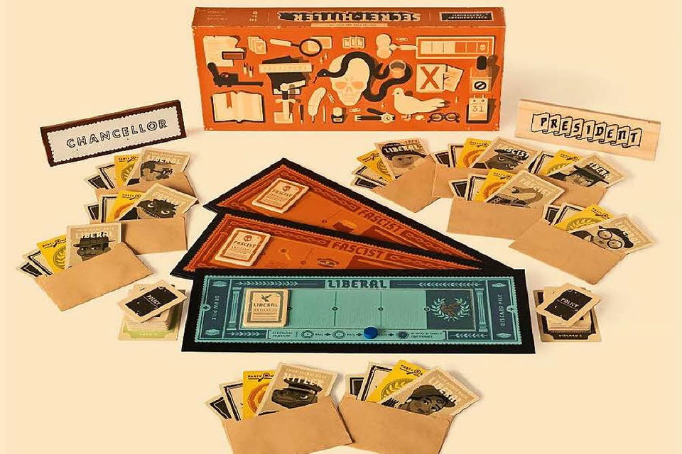 "Das Set-Up von ""Secret Hitler"" (Foto: PR)"
