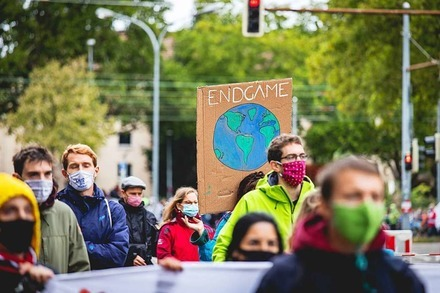 Fridays for Future demonstriert in Freiburg unter Corona-Bedingungen